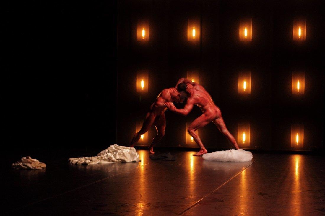 Encore danse contemporaine hommes nus 2010